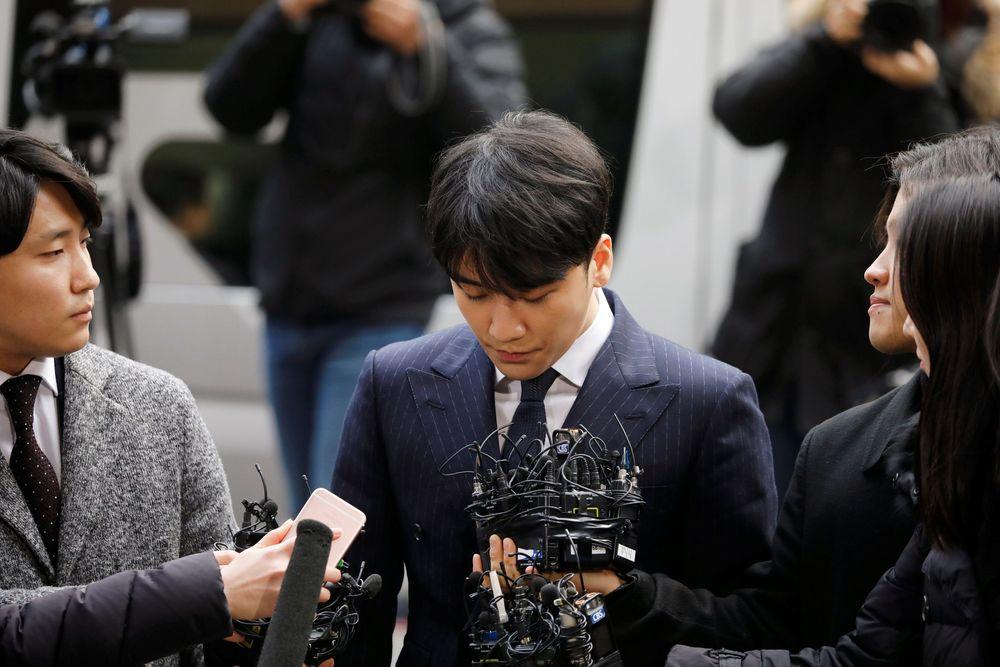 Dirinya mengungkapkan akan sungguh-sungguh menjawab pertanyaan dalam proses penyelidikan saat diwawancarai para Wartawan yang sudah menunggu di kantor kepolisian. (REUTERS / Kim Hong-Ji)