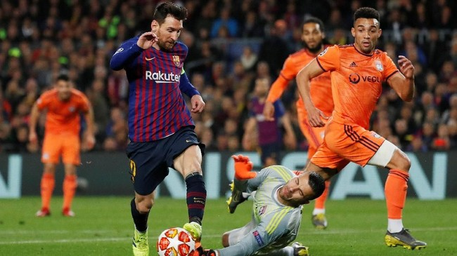 Faktor Lionel Messi kembali membawa Barcelona ke perempat final Liga Champions. Ia nyaris mencetak hattrick padaleg keduayang dimenangkan Barca 5-1 atas Lyon. (REUTERS/Susana Vera)