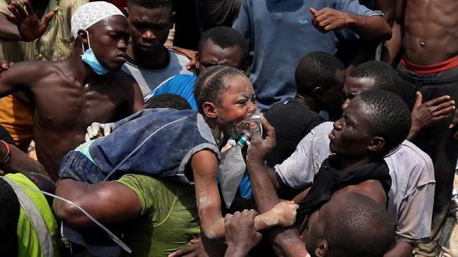 Bangunan tersebut runtuh saat siswa tengah mengikuti kegiatan belajar mengajar. (REUTERS/Afolabi Sotunde)