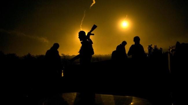 Pasukan koalisi AS-Kurdi menyatakan kekalahan ISIS tinggal menunggu waktu, tetapi mereka tetap waspada dengan serangan kejutan dari para militan. (AP Photo/Maya Alleruzzo)