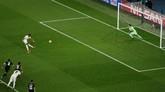 Marcus Rashford bawa Manchester United ke perempat final Liga Champions 2018/2019 melalui eksekusi penalti di pengujung babak kedua. MU menang 3-1 pada leg kedua di Paris. (REUTERS/Benoit Tessier)