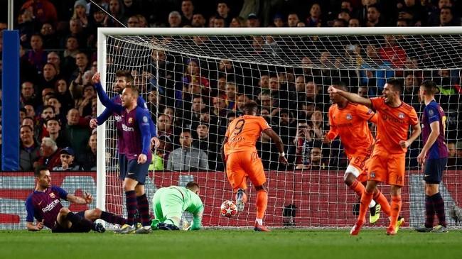 Tertinggal 0-2 pada babak pertama dan terus menerus diserang, Lyon sempat mencuri sebuah gol pada menit ke-58 melalui Lucas Tousart. (REUTERS/Juan Medina)