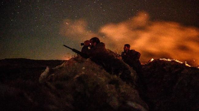 Empat prajurit SDF meninggal dalam pertempuran melawan ISIS pada 11 Maret lalu. (Photo by BULENT KILIC / AFP)