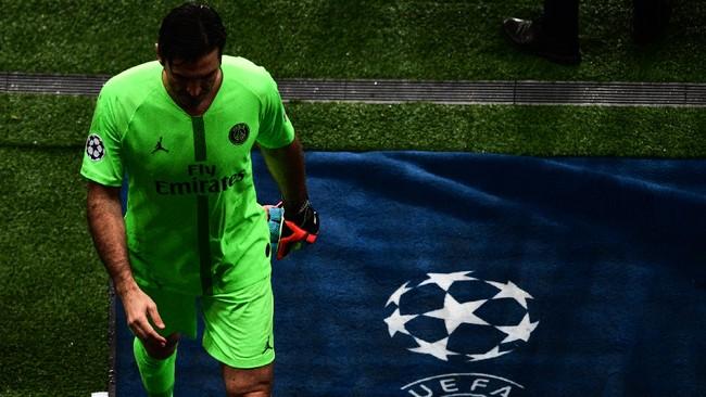Momen-momen laga Liga Champions terakhir bagi kiper PSG Gianluigi Buffon yang sudah berusia 41 tahun. Hengkang dari Juventus, ia dikontrak PSG musim ini. (Martin BUREAU / AFP)