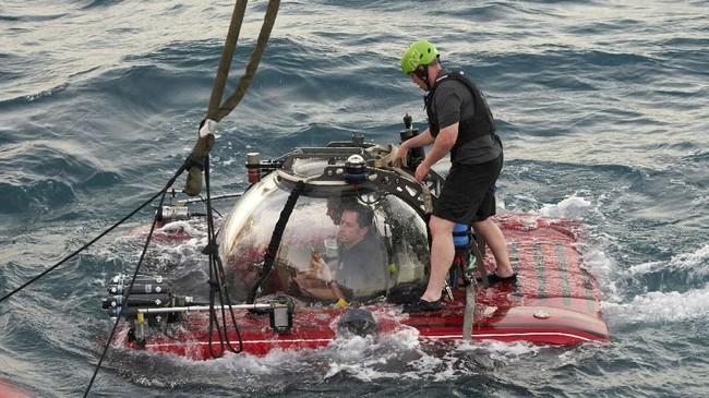 Streaming secara langsung pada kapal selam berawak ini merupakan adalah aksi pertama di dunia. Sebab, sulit untuk mentransmisikan video di bawah laut. (AP Photo/David Keyton)