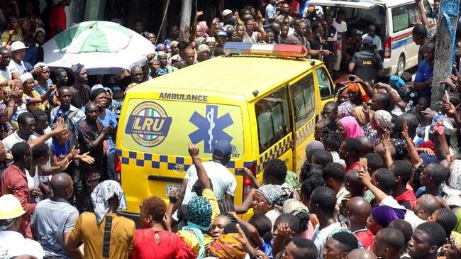 Kemudian pada 2016 juga terjadi insiden bangunan berlantai lima yang tengah dibangun di Lagos runtuh, dan menewaskan 30 orang. (REUTERS/Temilade Adelaja)
