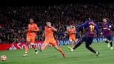 Ousmane Dembele mengakhiri kemenangan besar Barcelona pada menit ke-86 memanfaatkan umpan Messi. (REUTERS/Juan Medina)