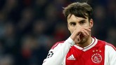 Penampilan apik Nicolas Tagliafico bersama Ajax Amsterdam musim ini membuat Arsenal terpincut. The Gunners harus bekerja keras untuk meyakinkan Tagliafico, pasalnya Atletico Madrid dikabarkan juga berminat. (REUTERS/Eva Plevier)