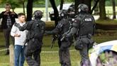 Sejauh ini, kepolisian Selandia Baru telah menangkap empat tersangka, salah satunya merupakan warga Australia. Ardern menuturkan keempat tersangka itu tak masuk dalam daftar hitam aparat keamanan. (Reuters/SNPA/Martin Hunter)