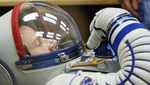FOTO: Detik-detik Tiga Astronaut ISS Mendarat di Kazakstan