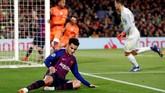 Setelah sering menjadi cadangan Barcelona, Philippe Coutinho dikabarkan diminati Manchester United. Menariknya Coutinho tidak membantah rumor hengkang ke Man United yang dikabarkan akan bernilai €115 juta atau setara Rp1,8 triliun. (REUTERS/Juan Medina)