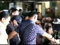 VIDEO: Tiba di KPK, Romy Gunakan Topi dan Masker