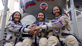 Bawa Tiga Astronaut, Roket Soyuz Mendarat dengan Mulus di ISS