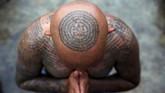 Tato Sak Yant merupakan perpaduan antara ajaran Buddha dan seni. (REUTERS/Athit Perawongmetha)