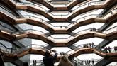 Kritikus arsitektur New York Times, Michael Kimmelman, menganggap Hudson Yards adalah lambang konsumerisme dan materialisme yang tidak peka keadaan. (REUTERS/Brendan McDermid)