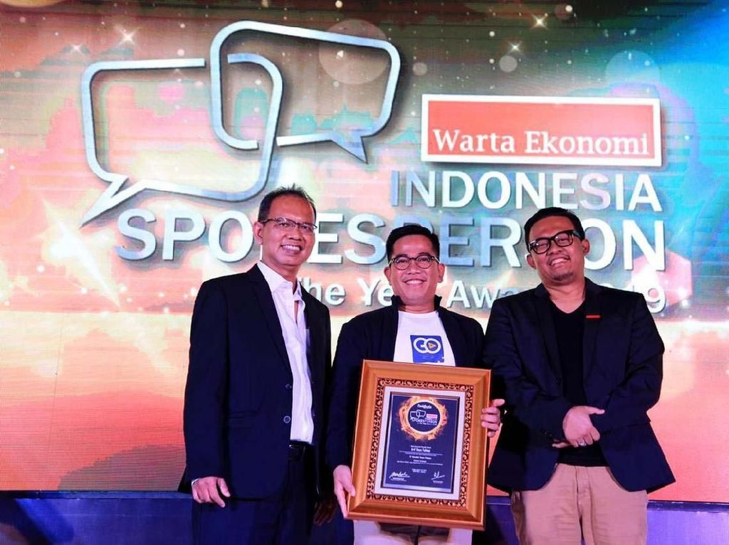Penghargaan diserahkan langsung oleh CEO Warta Ekonomi M. Ihsan (kiri) dan Direktur Warta Ekonomi Bram S Putro (kanan) di Jakarta, Jumat (15/3/2019). Foto: dok. MTF