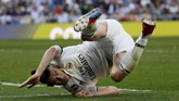 Gareth Bale juga unjuk gigi di depan Zinedine Zidane. Winger asal Wales itu sukses meneruskan umpan pendek Marcelo di kotak penalti. (REUTERS/Susana Vera TPX IMAGES OF THE DAY)