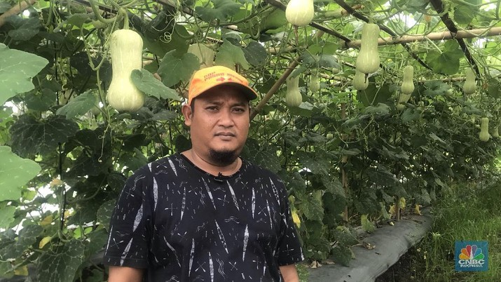 Hidup menjadi petani di pinggiran ibu kota merupakan pilihan Bagas Suratman.