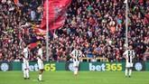 Juventus akhirnya menelan kekalahan pertama di Liga Italia musim ini setelah dikalahkan Genoa 0-2 di Stadion Luigi Ferraris. Ini kekalahan pertama Juventus dari 28 pertandingan Serie A musim ini. (REUTERS/Massimo Pinca)