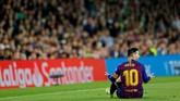 Tak hanya itu, suporter Real Betis juga memberikan standing ovation untuk Lionel Messi atas gol indah yang dibukukan pemain asal Argentina tersebut. (REUTERS/Marcelo del Pozo)