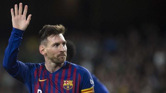 Lionel Messi mendapat standing ovation dari pendukung Real Betis menjadi salah satu momen penting akhir pekan lalu. Messi mengaku belum pernah mendapat standing ovation dari pendukung lawan sebelumnya. (JORGE GUERRERO/AFP)
