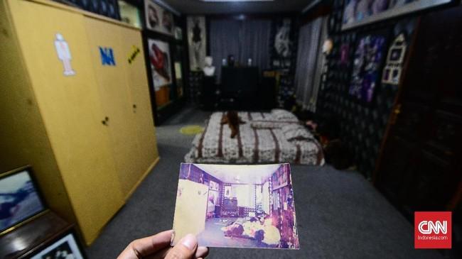Barang-barang dalam ruangan replika tersebut juga merupakan asli milik Nike Ardilla. (CNN Indonesia/M Andika Putra)