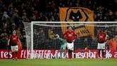 Manchester United kalah 1-2 dari Wolverhampton Wanderers di Stadion Molineux pada perempat final Piala FA. Kekalahan membuat Man United tinggal mengharapkan Liga Champions untuk merebut gelar musim ini. (REUTERS/Andrew Yates)