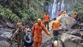 Di tengah upaya memulihkan pariwisata Lombok pascagempa magnitudo 7 tahun lalu, pulau di NTB itu lagidihantam gempa berkekuatan magnitudo 5,8 SR, 17 Maret 2019. (ANTARA FOTO/Humas Basarnas NTB)