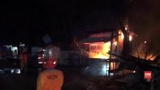 VIDEO: Puluhan Kios di Pasar Legi, Jombang Terbakar