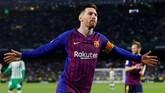 Lionel Messi lalu memastikan torehan hattrick lewat tendangan chip di menit ke-85. (REUTERS/Marcelo del Pozo)