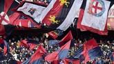Suporter Genoa di Stadion Luigi Ferraris. Sejumlah suporter Genoa sempat melakukan protes di kantor manajemen klub karena Cristiano Ronaldo tidak bermain memperkuat Juventus. Mereka meminta uang mereka dikembalikan. (REUTERS/Massimo Pinca)