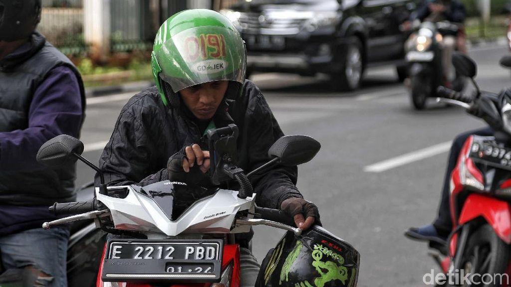 Viral, Polisi Nyamar Jadi Driver Ojol Berhentikan Pemotor