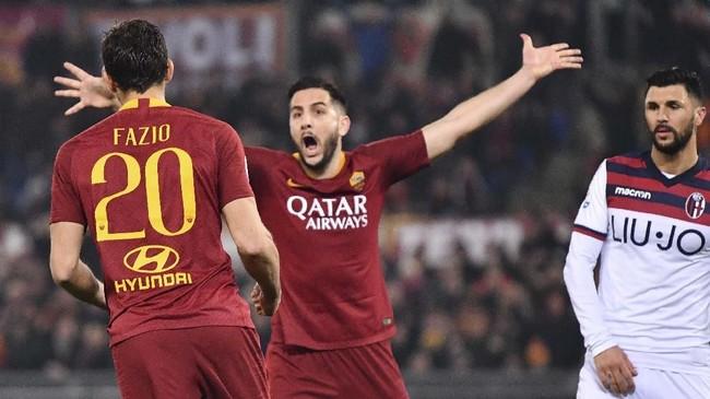 Manchester United sedang berupaya mendapatkan bek asal Yunani, Kostas Manolas (tengah), dari AS Roma. Man United bisa mendapatkan Manolas dengan harga cukup murah, yakni £30,8 juta. (Alberto PIZZOLI / AFP)
