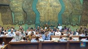 Malam-malam, DPR Digeruduk Ratusan Pengusaha Tambang