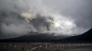 Sempat Erupsi, Gunung Bromo Dilaporkan Kembali Kondusif