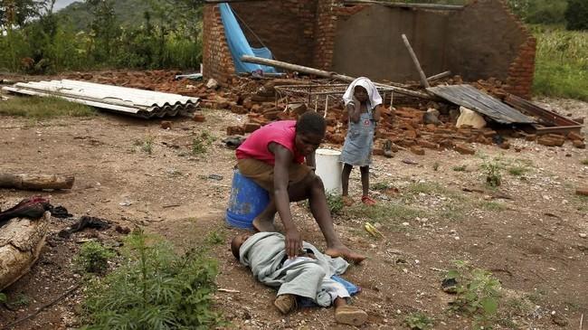Wilayah sebelah timur Kota Chimanimani adalah yang paling parah terdampak Badai Idai. (REUTERS/Philimon Bulawayo)