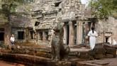 Candi Ta Phrom dibangun di puncak Kekaisaran Khmer oleh Jayavarman VII sebagai biara Buddha dan pusat pembelajaran. (REUTERS/Samrang Pring)