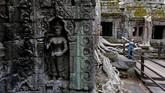 Tak seperti candi-candi lain di Angkor, yang satu ini tak dipugar sama sekali. (REUTERS/Samrang Pring)