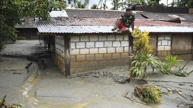 BNPB mencatat sebanyak 159 orang luka-luka, di antaranya 84 orang luka berat dan 75 orang luka ringan. ANTARA FOTO/Zabur Karuru