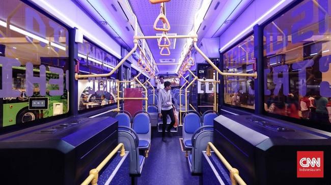 Interior bus didesain untuk kenyamanan setiap penumpang. (CNNIndonesia/Safir Makki)