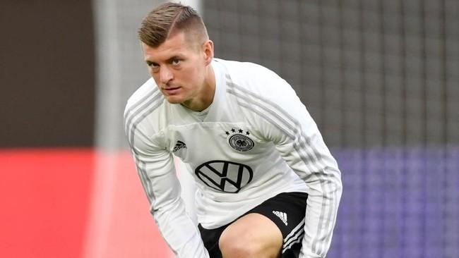 PSG dikabarkan OK Diario tertarik merekrut Toni Kroos dari Real Madrid dan siap membayar £68,5 juta demi mendapatkan pemain timnas Jerman itu. (REUTERS/Fabian Bimmer)