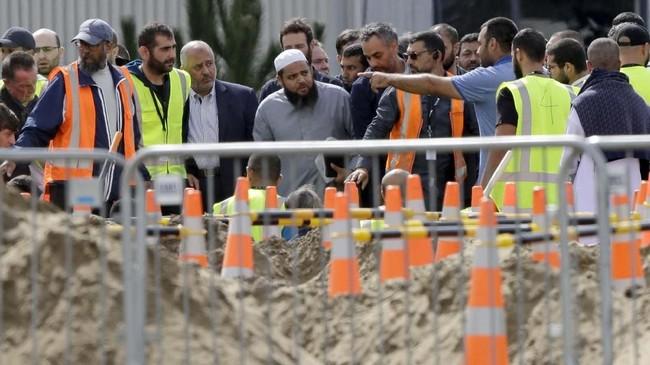 Kepolisian Selandia Baru menyatakan berusaha menyelesaikan proses autopsi dan identifikasi secepatnya supaya jasad korban bisa segera dimakamkan. (AP Photo/Mark Baker)