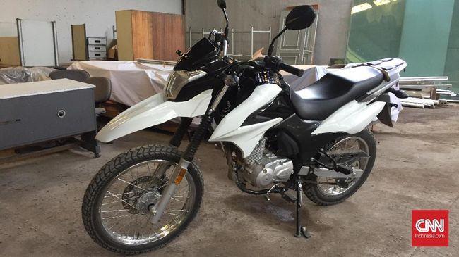 Suzuki DR 150 Tepergok Kamera di Jakarta