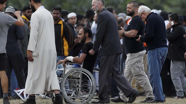 Pemakaman dilakukan secara bertahap karena masih ada sejumlah jenazah dalam proses autopsi oleh petugas forensik Selandia Baru. (REUTERS/Jorge Silva)