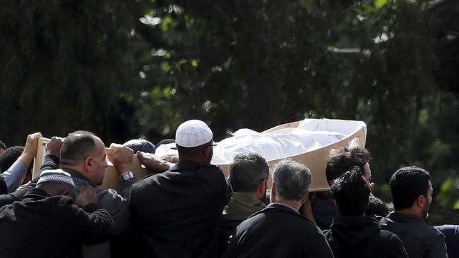Sebelum dikebumikan, jenazah itu akan dimandikan, dikafani, kemudian disalatkan. (REUTERS/Jorge Silva)
