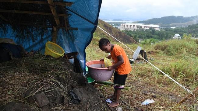 Dalam catatan Badan Penanggulan Bencana Nasional (BNPB) ada 18 titik pengungsian. Bertambahnya jumlah pengungsi karena rasa trauma dan takut akan adanya banjir bandang susulan mengingat hujan masih sering turun di wilayah Jayapura. (ANTARA FOTO/Zabur Karuru/aww)