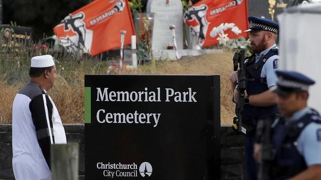 Proses pemakaman sebagian korban penembakan di Selandia Baru dilakukan di taman pemakaman Memorial di Kota Christchurch. (REUTERS/Jorge Silva)
