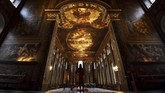 Aula ini dihiasi oleh karya dari seniman Inggris bernama James Thornhill, yang mulai mengerjakan sejak tahun 1707 hingga selesai pada 1726. (REUTERS/Dylan Martinez)