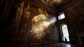 """Ruangan Painted Hall di Old Royal Navy College di Greenwich, London, Inggris, usai direnovasi. Aula yang dijuluki """"Sistine Chapel-nya Inggris"""" karena interiornya yang bernuansa barok ini kembali dibuka setelah proyek renovasi selama dua tahun. (REUTERS/Dylan Martinez)"""
