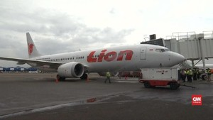VIDEO: Detik-detik Sebelum Lion Air Jatuh, Pilot Cek Panduan
